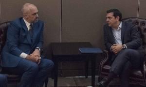 Συνάντηση Τσίπρα - Ράμα στο περιθώριο των εργασιών του ΝΑΤΟ
