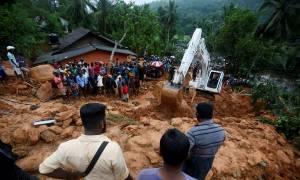 Φονική κακοκαιρία στη Σρι Λάνκα - Δεκάδες νεκροί και αγνοούμενοι (pics+vid)