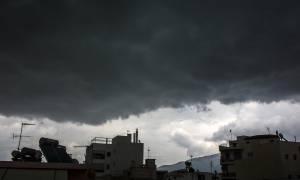 Καιρός ΕΜΥ: Βροχές, καταιγίδες και πτώση της θερμοκρασίας το Σαββατοκύριακο