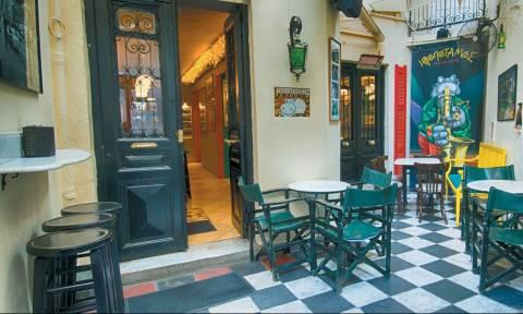 Αυτό είναι το πιο ερωτικό μπαρ της Αθήνας για να βρεις σύντροφο