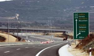 Κινηματογραφική καταδίωξη στην Εγνατία: Ανήλικος μετέφερε 10 μετανάστες