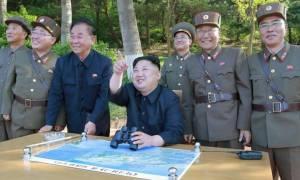 Επί ποδός πολέμου η Βόρεια Κορέα: Ο Κιμ Γιονγκ Ουν δοκίμασε νέο υπερόπλο (Pics)