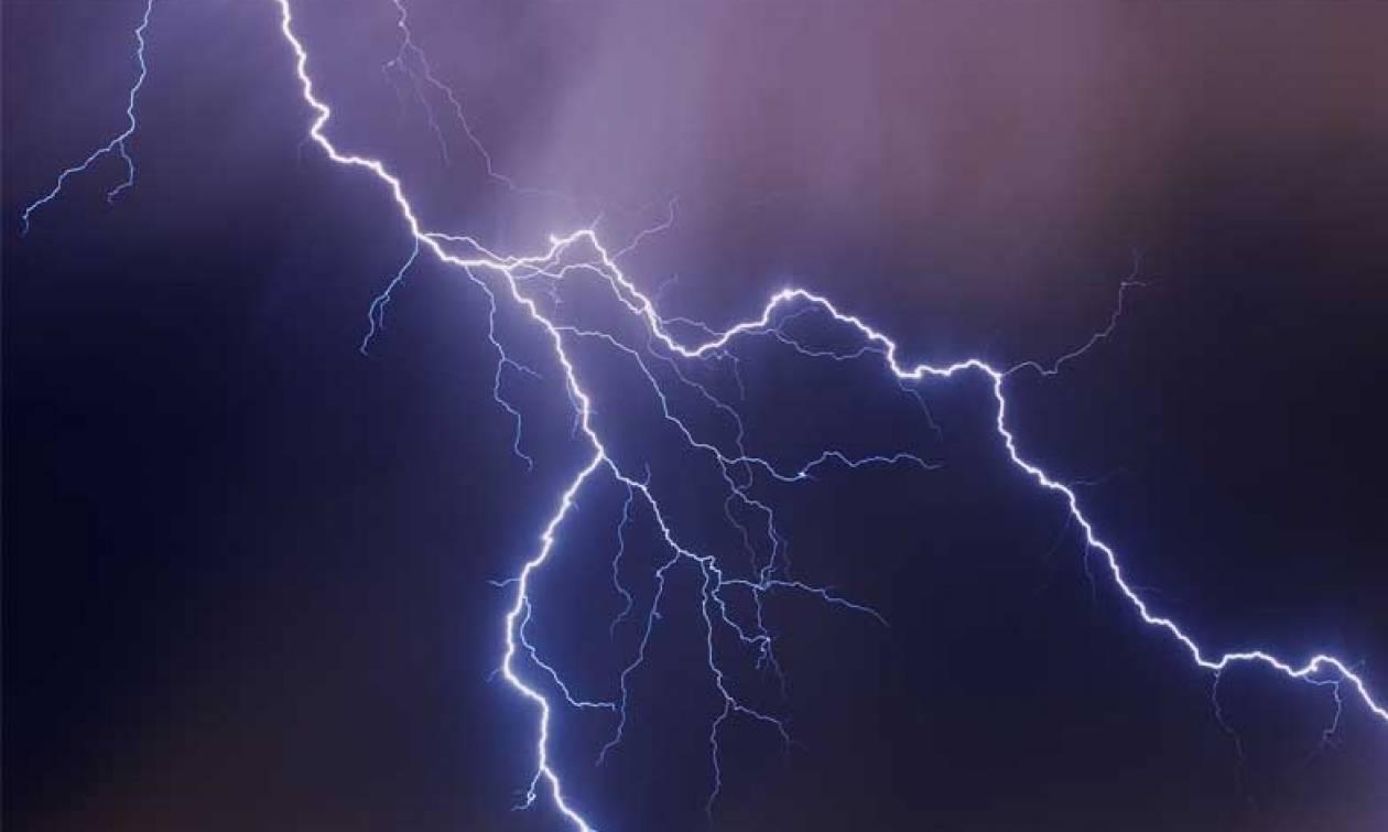 Πάτρα – Απίστευτο: Κεραυνός έπεσε σε σπίτι και έγινε έκρηξη (vid)