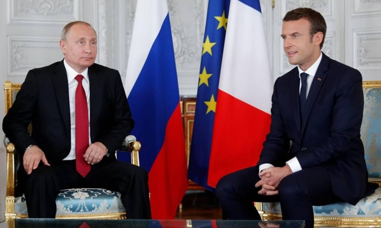 Γαλλία: Ο Μακρόν υποδέχθηκε τον Πούτιν στις Βερσαλλίες (vid)