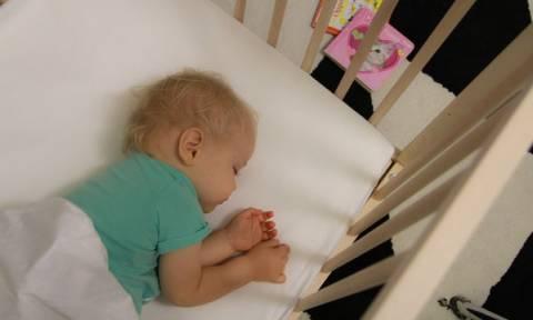 Εξασφαλίστε έναν ασφαλή βραδινό ύπνο για το μωρό σας