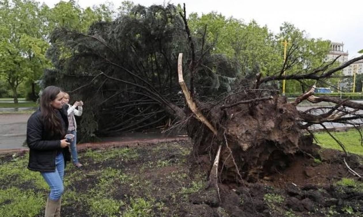 Μόσχα: Στους 16 οι νεκροί από την φονική καταιγίδα (vid)