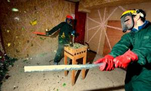 Ήρθε και στην Ελλάδα! Δείτε το υπόγειο που τα σπας όλα και ξαλαφρώνεις (video)