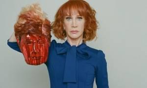 Οργή Τραμπ για την φωτογραφία διάσημης κωμικού που τον απαθανατίζει αποκεφαλισμένο