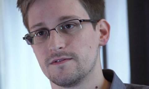 Путин отказался считать Сноудена предателем США