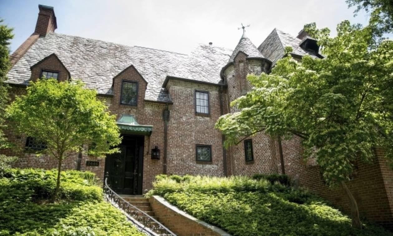 Αυτό είναι το σπίτι-«πύργος» που αγόρασαν οι Ομπάμα στην Ουάσινγκτον