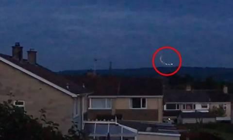 Αναστάτωση στη Βρετανία από μυστηριώδη φώτα στον ουρανό - Νέα εμφάνιση UFO; (vid)