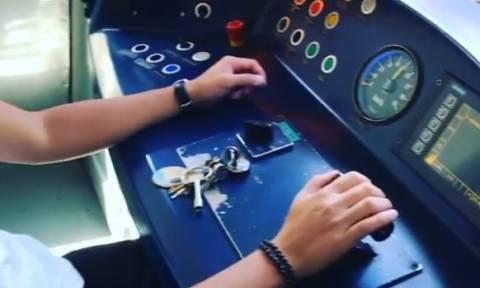 Δεν πάμε καλά... Παίκτης του Survivor οδηγεί συρμό του ηλεκτρικού (Video)