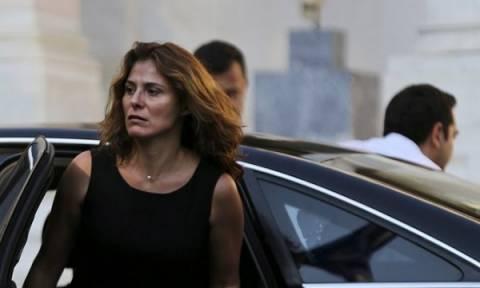 «Βόμβα»! Με διαδικασίες εξπρές έκαναν δημόσιο υπάλληλο τη Μπέτυ Μπαζιάνα