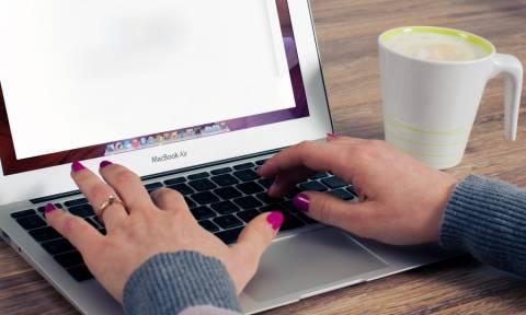 Στοιχεία Σοκ: Πόσο χρόνο αφιερώνουν οι Ελληνίδες στην παρακολούθηση ερωτικών sites;