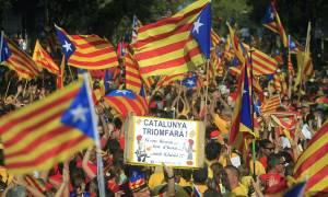 Ισπανία: Χιλιάδες διαδηλωτές στη Βαρκελώνη υπέρ του δημοψηφίσματος για την ανεξαρτησία