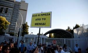 Έξω από το υπουργείο Προστασίας του Πολίτη οι κάτοικοι Μενιδίου