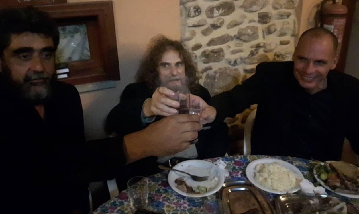 Ο Βαρουφάκης, οι ρακές και οι κρητικοί μεζέδες (pics)