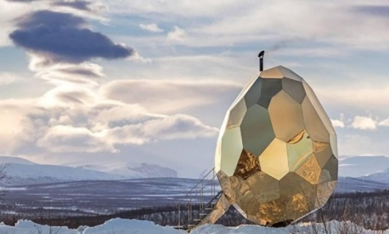 «Ηλιακό αβγό»: Μία δημόσια... σάουνα στη χιονισμένη Σουηδία!