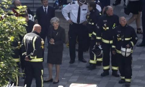 Βρετανία: Έρευνα για την καταστροφική πυρκαγιά διέταξε η Τερέζα Μέι
