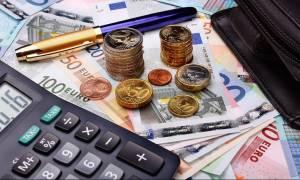 ΕΦΚΑ: Διπλό χαράτσι - σοκ για μισθωτούς και συνταξιούχους