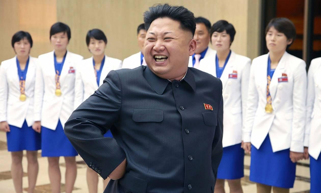 «Λίγο κρασί, λίγο θάλασσα και ο Κιμ Γιονγκ Ουν»: Η Βόρεια Κορέα ανοίγει τα σύνορα σε τουρίστες