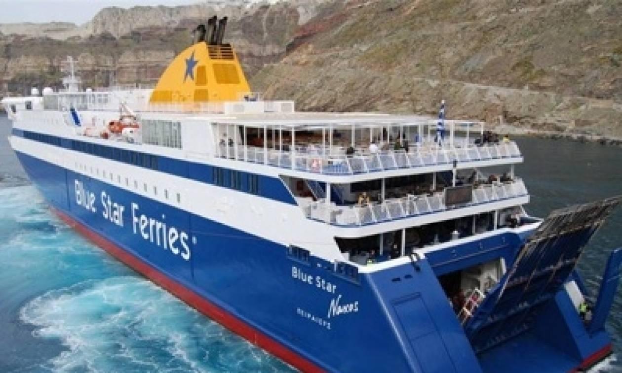 Πρόσκρουση του «Blue Star Naxos» στο λιμάνι της Σύρου