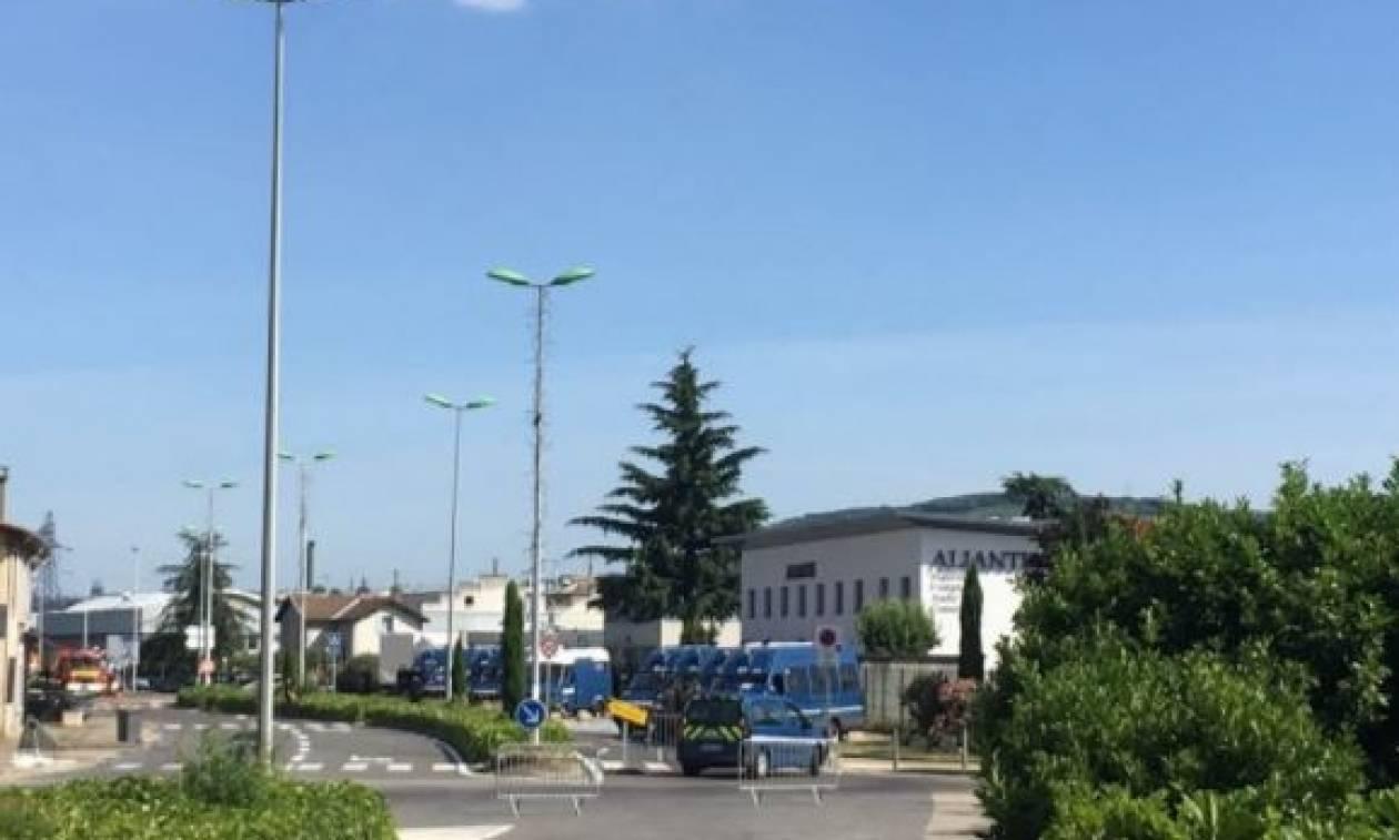 Συναγερμός στη Γαλλία: Εκκενώθηκε συγκρότημα κατοικιών λόγω ύποπτου οχήματος (pics+vid)