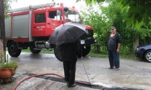 Καιρός: Κατακλυσμός στα Τρίκαλα - Πλημμύρισαν σπίτια (pics+vid)