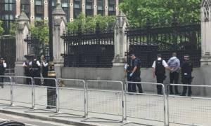 Βρετανία: Ανοιχτό το σενάριο τρομοκρατίας για τη σύλληψη έξω από τη Βουλή