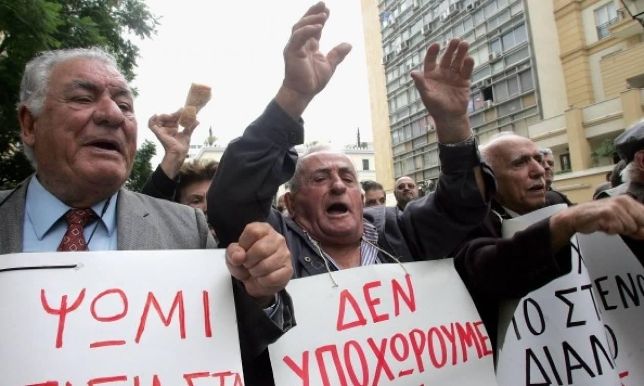 Απανωτά «χαστούκια» στις επικουρικές: Αφού τις έκοψαν, τώρα αναθεωρούν όσες εκδόθηκαν από 1/1/2015