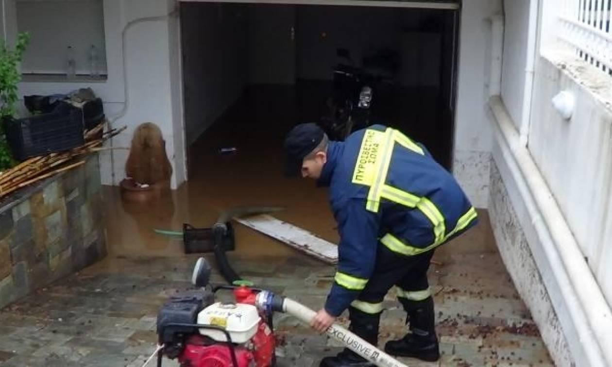 Τραγωδία στη Λαμία: Πλημμύρισε το σπίτι από τη βροχή, γλίστρησε στα νερά και σκοτώθηκε