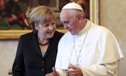 Βατικανό: Σε εγκάρδιο κλίμα η συνάντηση της Μέρκελ με τον Πάπα Φραγκίσκο