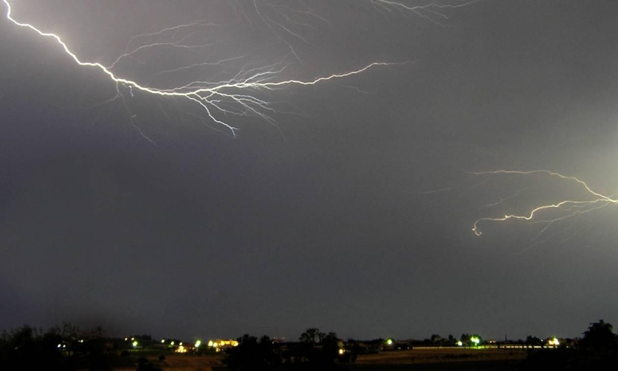 Ο καιρός τρελάθηκε: Ισχυρές βροχές και χαλάζι σαρώνουν τη χώρα (pics+vids)