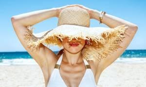Πώς θα προστατεύσετε τα μαλλιά σας το καλοκαίρι