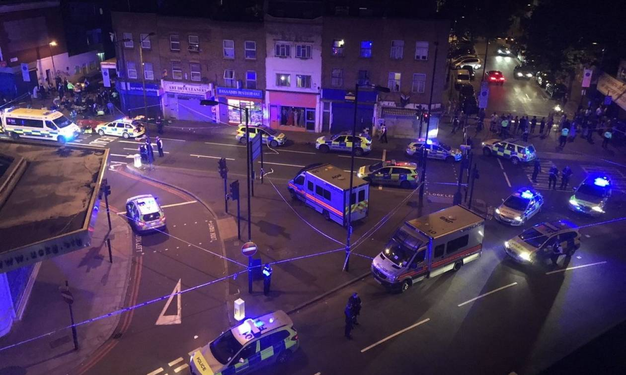 Λονδίνο: Ο τρόμος επέστρεψε - Φορτηγό παρέσυρε πεζούς κοντά σε τζαμί (pics+vids)