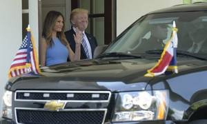 Η νέα εντυπωσιακή εμφάνιση της Μελάνια Τραμπ στο Λευκό Οίκο (photos)