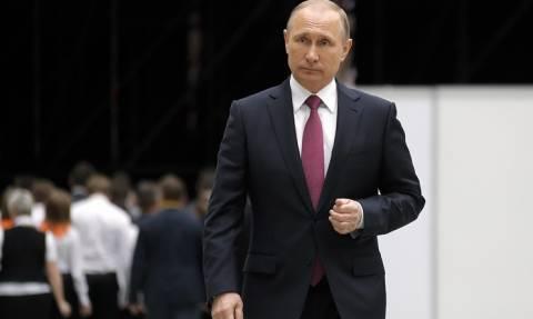 Опрос: большинство россиян одобряет и внутреннюю, и внешнюю политику Путина