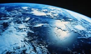 Προειδοποίηση Στίβεν Χόκινγκ: Στείλτε γρήγορα ανθρώπους στον Άρη, η Γη θα «χαθεί»