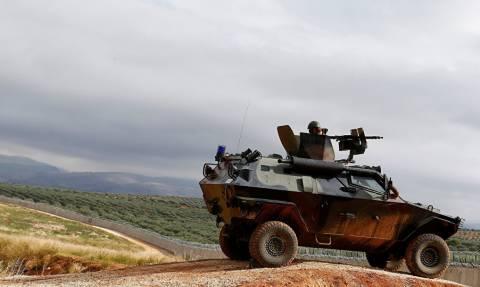 Η Τουρκία ενισχύει τη θέση της με περισσότερο στρατό στη βόρεια Συρία