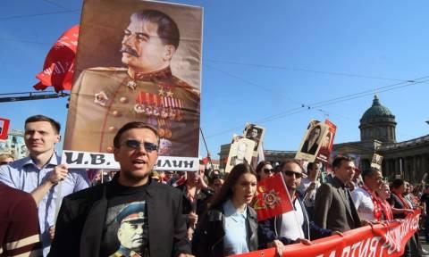 Число россиян, связывающих потери в Великой Отечественной войне с жестокостью Сталина, упало до 12%