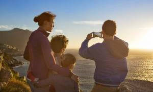 Mε 4G «σερφάρουν» οι Έλληνες καταναλωτές - Eτοιμάζονται να «υποδεχθούν» τις οπτικές ίνες