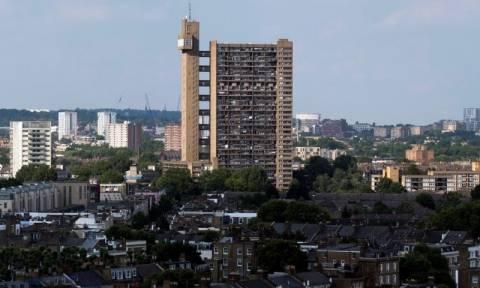 Φόβος στην Αγγλία: 600 πολυκατοικίες έχουν ίδια εξωτερική επένδυση με το Grenfell Tower