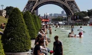 Καιρός: «Φλέγονται» Ευρώπη και ΗΠΑ από τον καύσωνα – Πότε φτάνει στην Ελλάδα (pics)