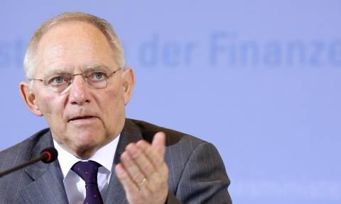 «Ο Σόιμπλε παραδέχεται ότι η Ελλάδα χρειάζεται ελάφρυνση χρέους αλλά όχι δημόσια»