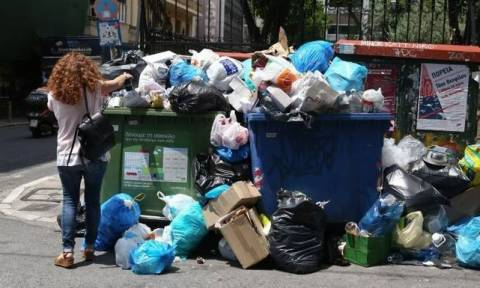 Афины утопают в мусоре из-за забастовки коммунальщиков