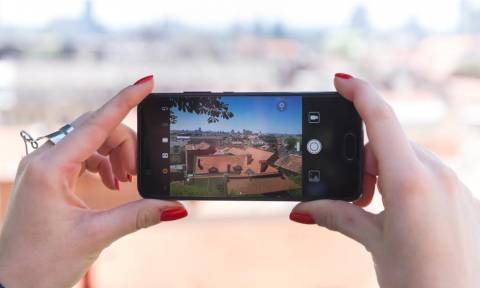 Μπαταρία και κάμερα ψηλά στις προτιμήσεις των χρηστών smartphones
