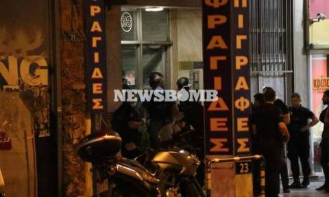 Man holed up in house in Metaxourgio surrenders to police