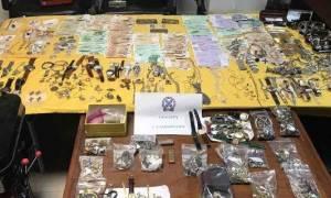 Εντόπισαν ολόκληρο «θησαυρό» στο Χαλάνδρι - 700 κιλά χρυσαφικά και διαμάντια