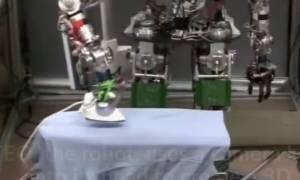 Ρομπότ γίνεται η χαρά της νοικοκυράς και σιδερώνει ρούχα!