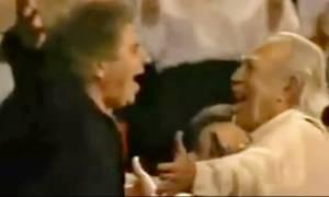 Όταν ο Μίκης Θεοδωράκης χόρεψε συρτάκι με τον «Ζορμπά» Άντονι Κουίν (vid)